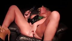 Leya Falcon uses a glass toy to make herself squirt