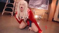 Supergirl-Demütigung in der Öffentlichkeit