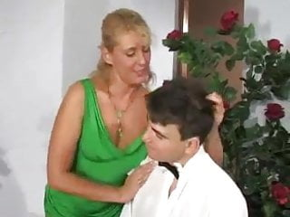 Download video bokep Hot Mom and NOT her Son after the Party Mp4 terbaru