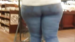 Candid thick body gilf with a mega ass.