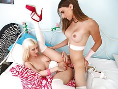 Cherry Torn and TS Kelly Klaymour fucking each other