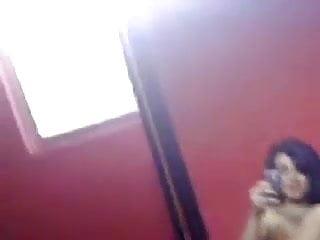 puta colombiana se filma y se masturba con su juguete