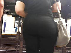 Bubble Booty Pawg in Black Jeans