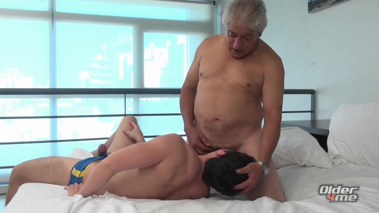 straight guy cums in twink mouth through glory hole