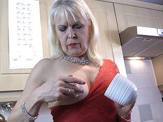 Lady Sextasy loves Greek yoghurt