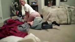 Irma x irmao loira gostosa de short lutando com irmao tarado