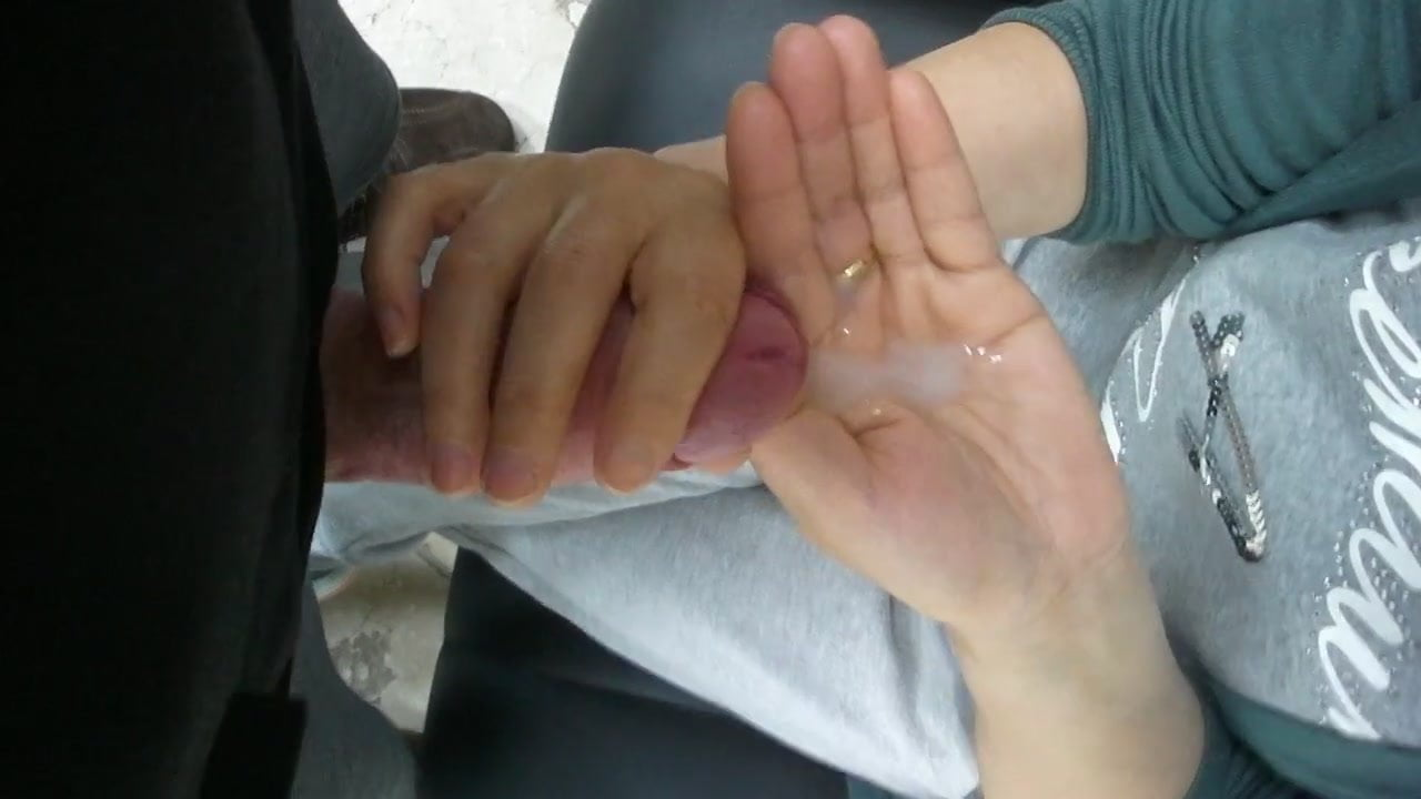 filled hands Cum