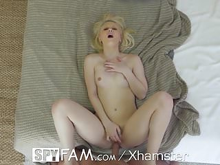 SpyFam Mistletoe christmas fuck after shower with Lily Rader