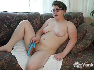 Yanks Amateur Ivy Kenning Toys Her Pussy Deep
