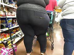 Humpty Dumpty BBW in checkout line