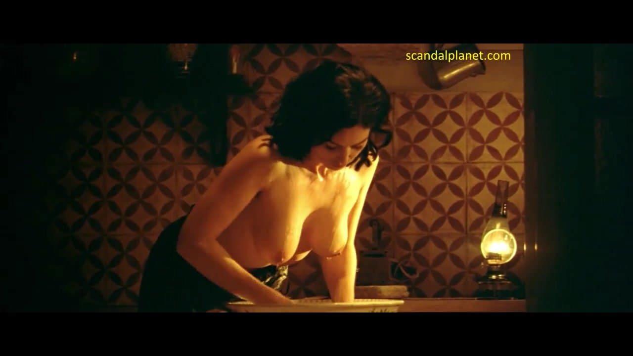Bellucci malena nude monica