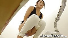 Hottest Japanese vixen fingers herself while pissing