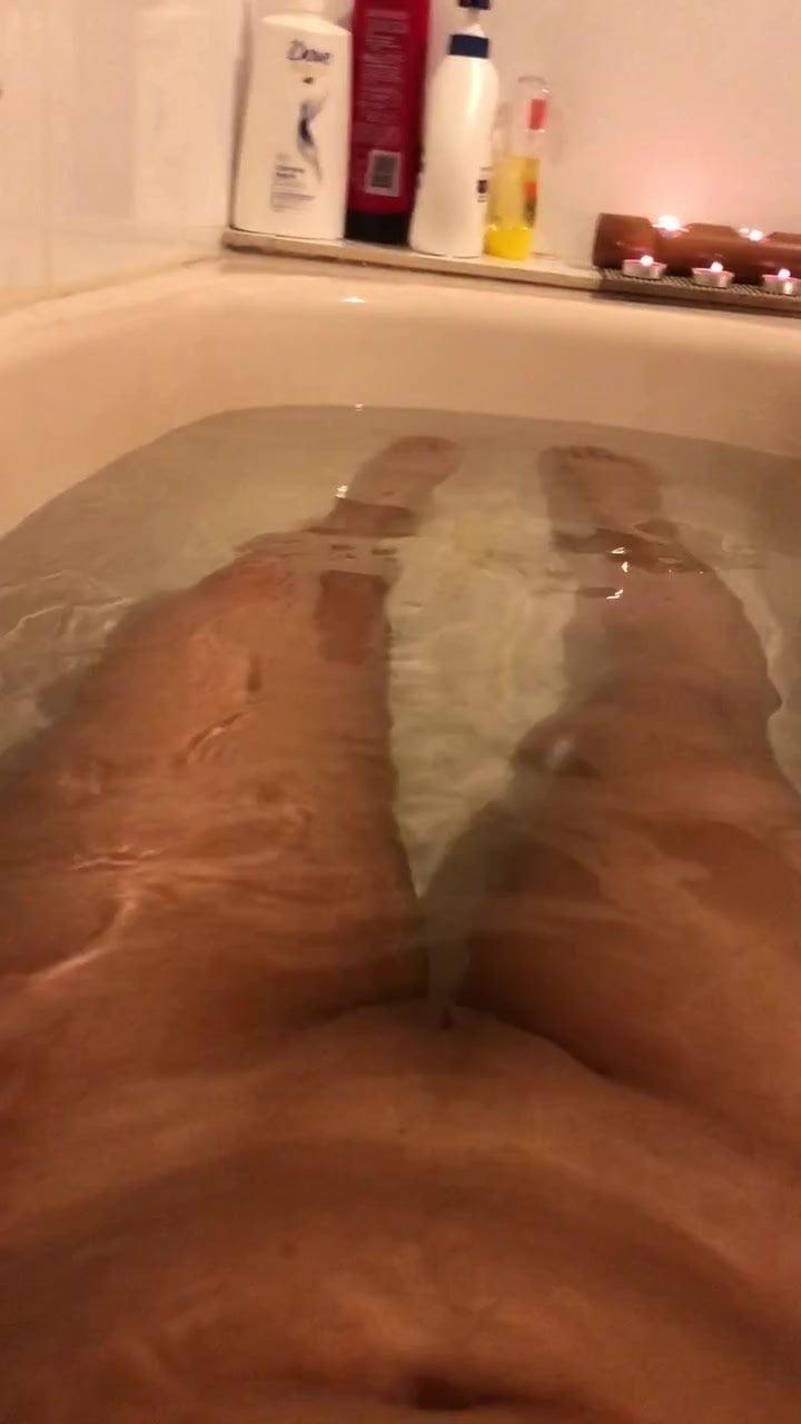 ASIAN BATH TIME AND A HAND JOB