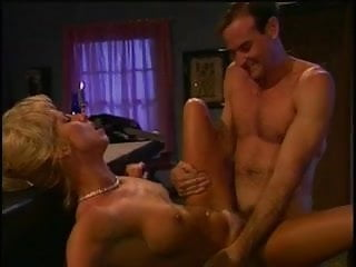 Sexy bimbo loves getting her pussy screwed
