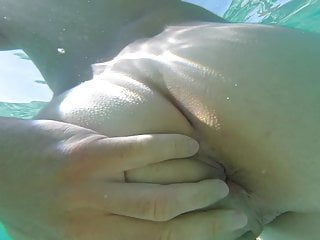 Exhib my dick and ass at the sea