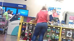 THICK PAWG IN JEANS AT THE STORE