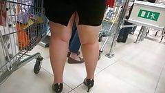 Chubby MILF sexy legs and heel