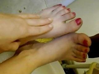 Lavo i miei poveri piedi stremati dal caldo