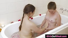Busty hairy chick licked in the bath's Thumb
