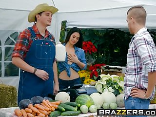 Brazzers - Real Wife Stories -The Farmers Wife scene starr