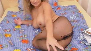 Euro milf Ameli revs up her sex drive in nylon