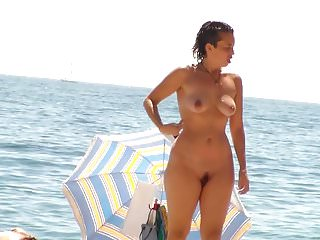 2 Women Standing Nude And Topless On Beach <c>2<d>