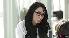 Secretary deepthroats rod