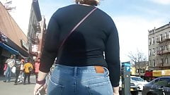 PAWG IN TIGHT JEANS