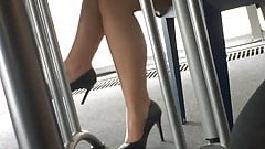 Candid feet and heels at work #13's Thumb