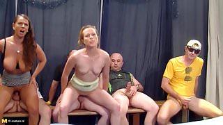 German mature mutters gets big gangbang