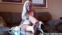 I need someone to worship my ebony feet