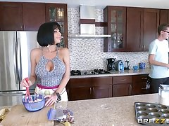 Brazzers - veronica avluv  - mommy got boobs Thumbnail
