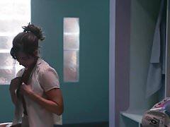 Alison Brie - GLOW s1e01 02