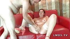 Bonne mature rousse sodomisee et fistee dans LaMaisonduSexe