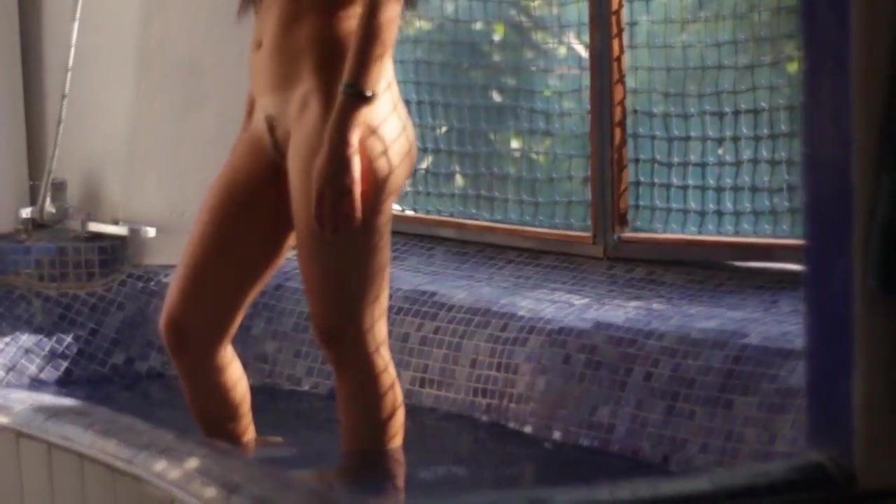 Bacie Porno basic amateur shower sex