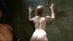 Verdiende straf voor de roodharige biseksuele slet