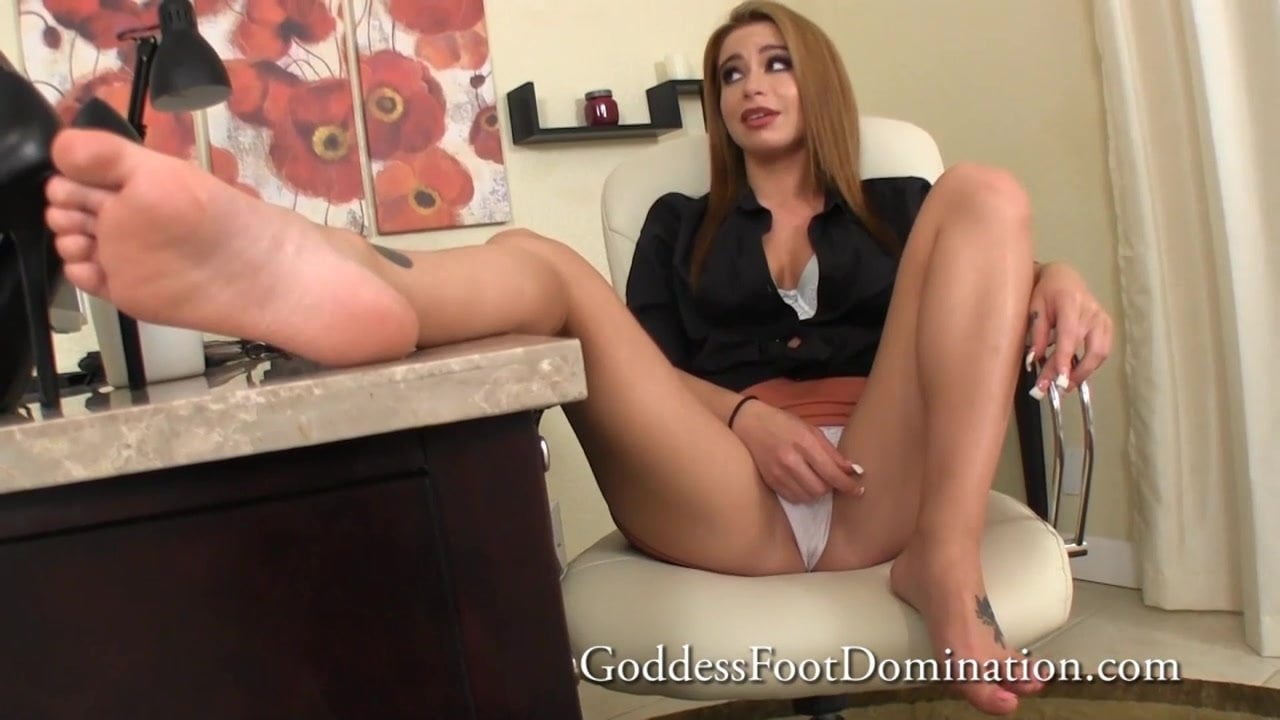 plump blonde secretary in stockings