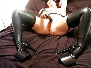 dirty mature latex slut pleasures herself