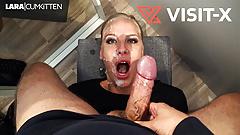 VISIT-X Harter Fick mit Lara-CumKitten im Einkaufszentrum