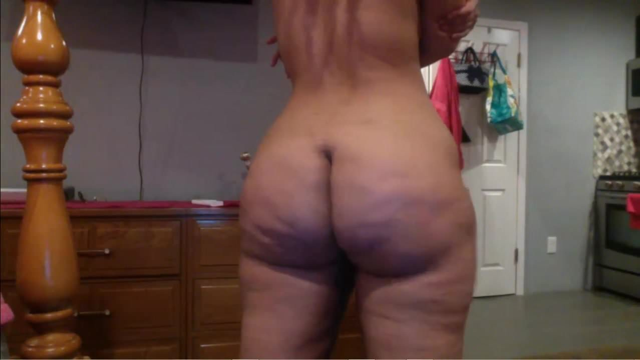 Sexy Black Girl Shaking Her Ass