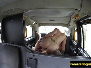 Les taxi driver licking babes ass and pussy